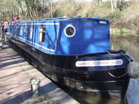 How to moor a canal boat