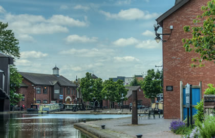 Ashby-canal-from-Coventry-a-lock-free-tranquil-cruise