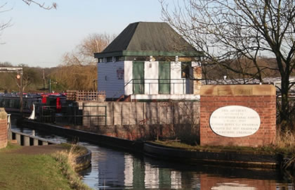 Wootton Wawen and England's longest aqueduct from Shakespeares birthplace