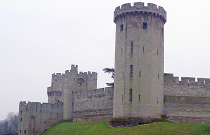 Warwick-Castle-from-Gayton-Marina